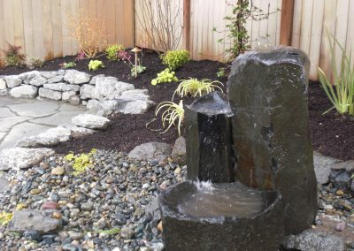 Basalt-Column-bubbler-with-dish-rock