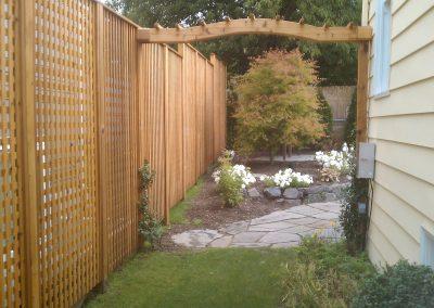 Cedar-lattice-privacy-screen-with-Arbor