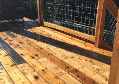 Hog-wire-deck-railing